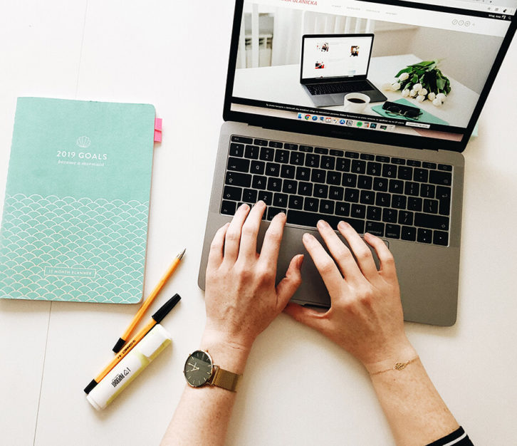 Jak zacząć prowadzić bloga, by był zarówno ładny, jak i profesjonalny? Praktyczne rady na początek.