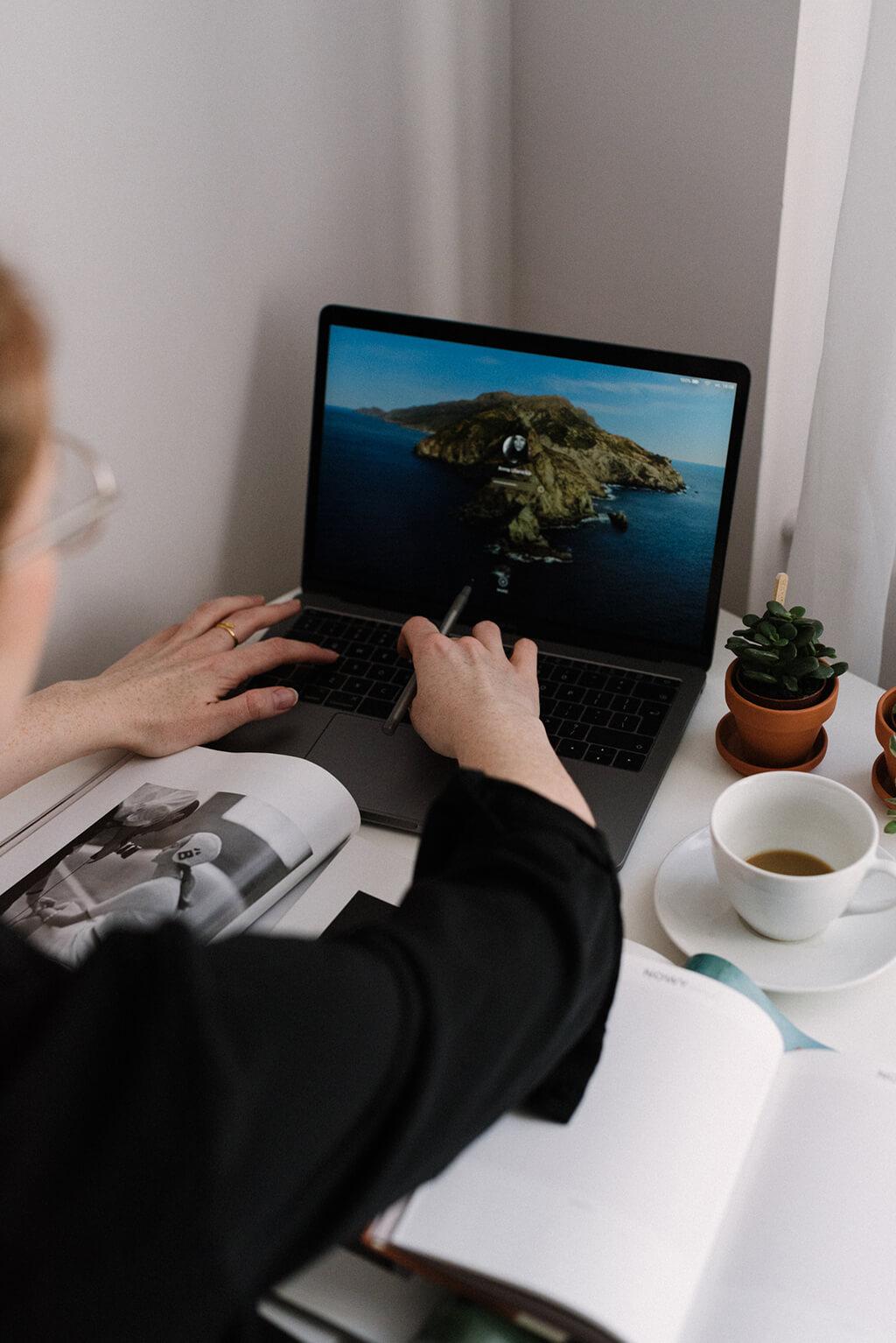 Jak pracować produktywnie, kiedy totalnie Ci się nie chce? Określ jasno zadanie, które masz do zrobienia w pierwszej kolejności.